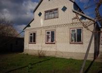 Продам дом в с. Александровка, центр.